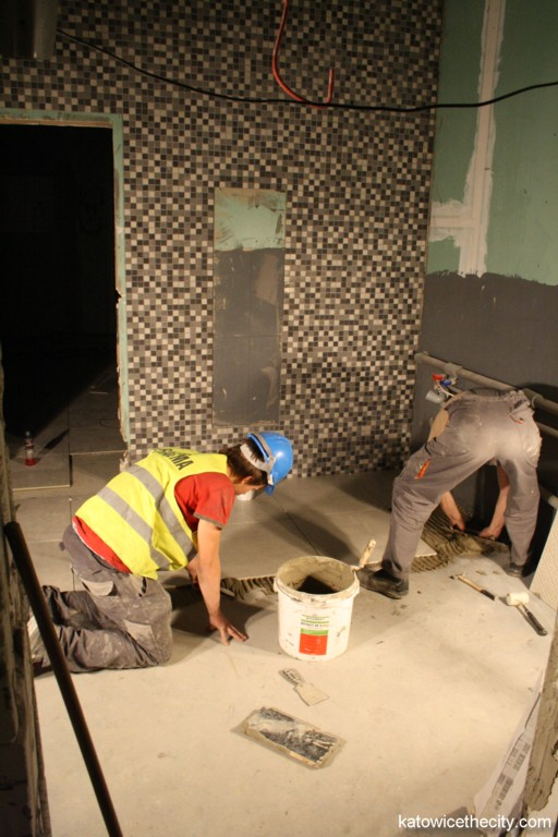 Construction work on new Silesia City Center, toilets