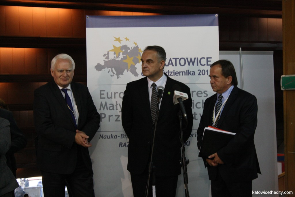 Waldemar Pawlak, Deputy Prime Minister (in the middle) and Tadeusz Donocik, President of the Chamber of Commerce and Industry in Katowice (on the right), inaugurate the Business Expo