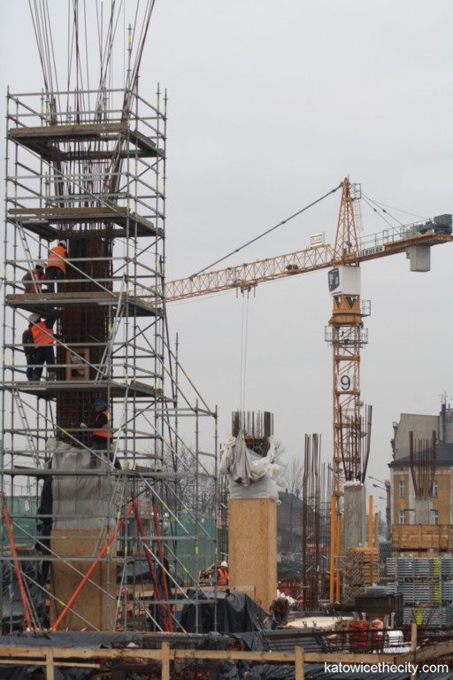 Construction work on the new cup-shaped pillars