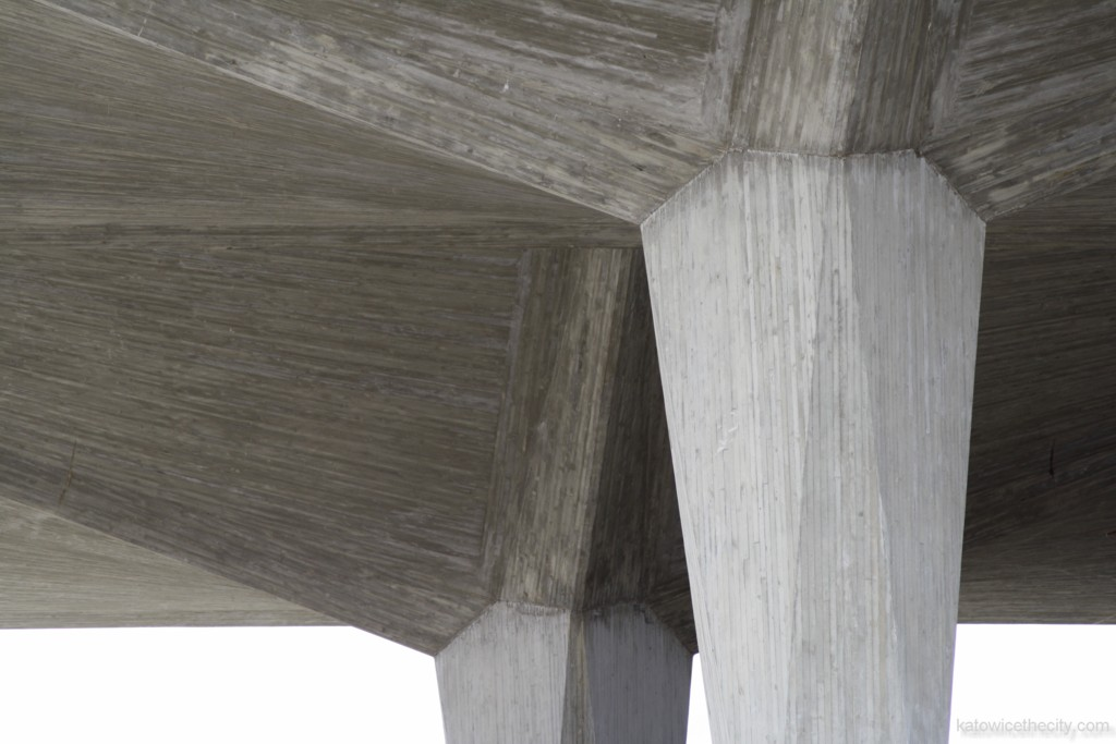 First two reconstructed cup-shaped pillars of the new Railway Station