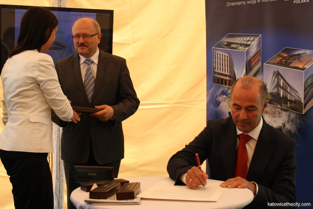 L to R: Piotr Uszok, Katowice Mayor and Arie Koren, CEO of Okam Capital