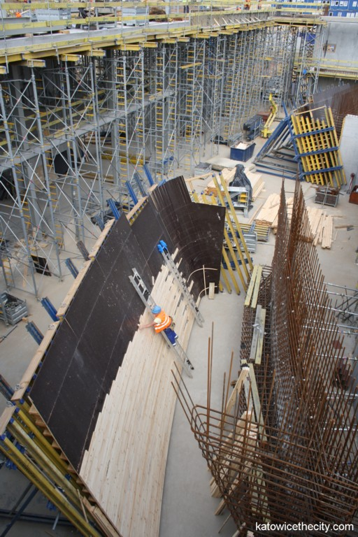 Hand-made wooden formwork of the external great concert hall's wall