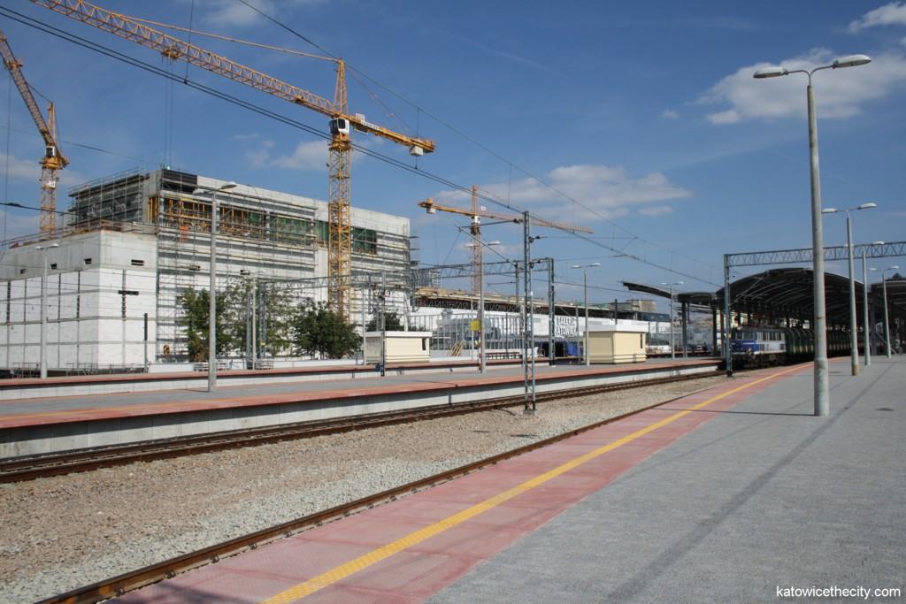 Platforms 1, 2 and 3 of the Katowice Railway Station and Galeria Katowicka under construction
