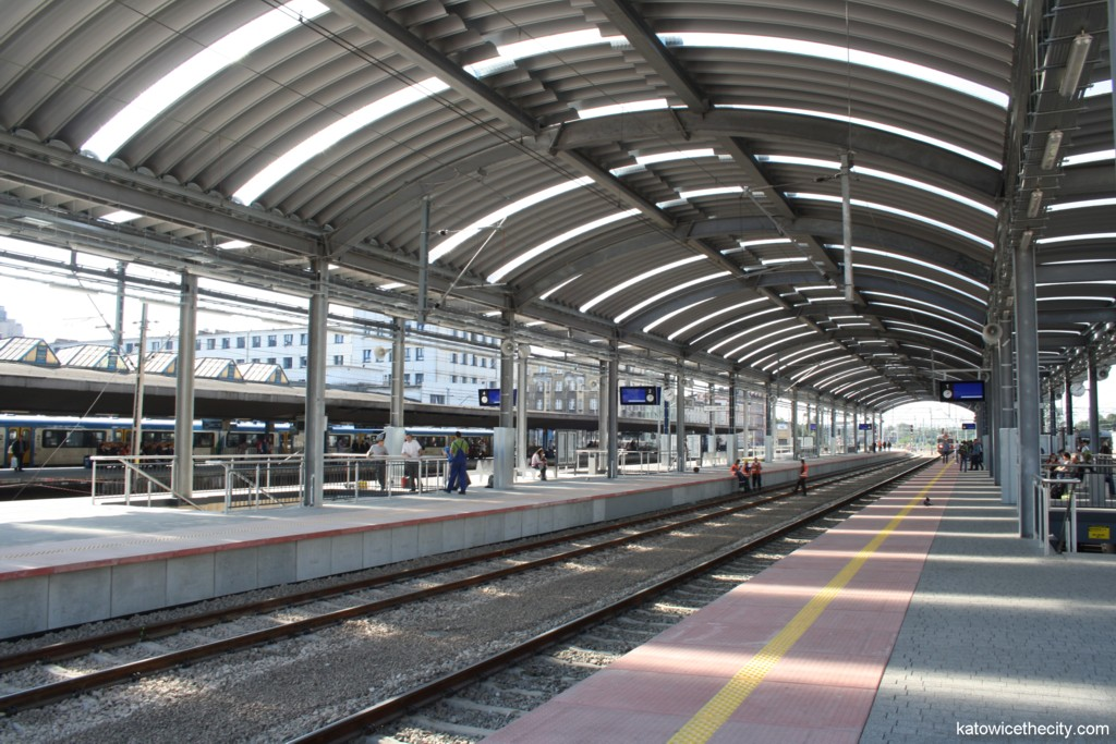 Platforms 2 and 3 of the Katowice Railway Station