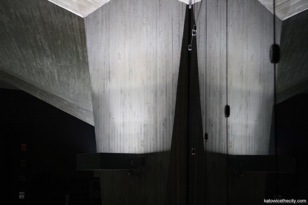 Cup-shaped pillars