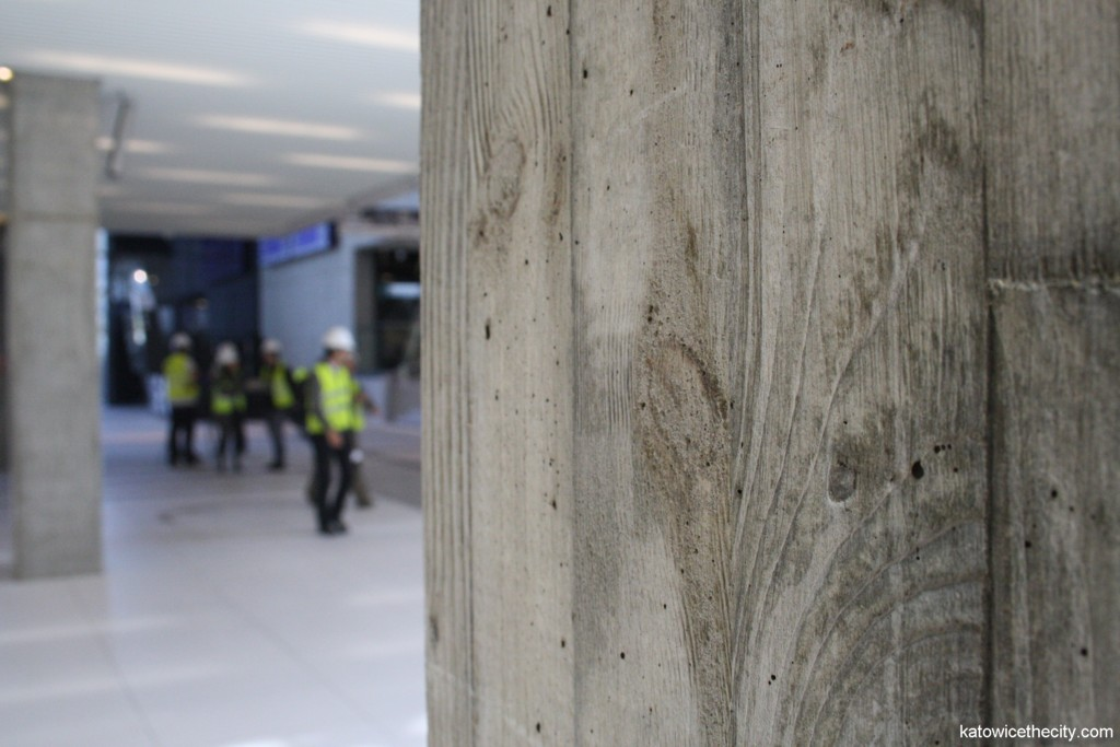 Cup-shaped pillar: concrete poured in wooden beams