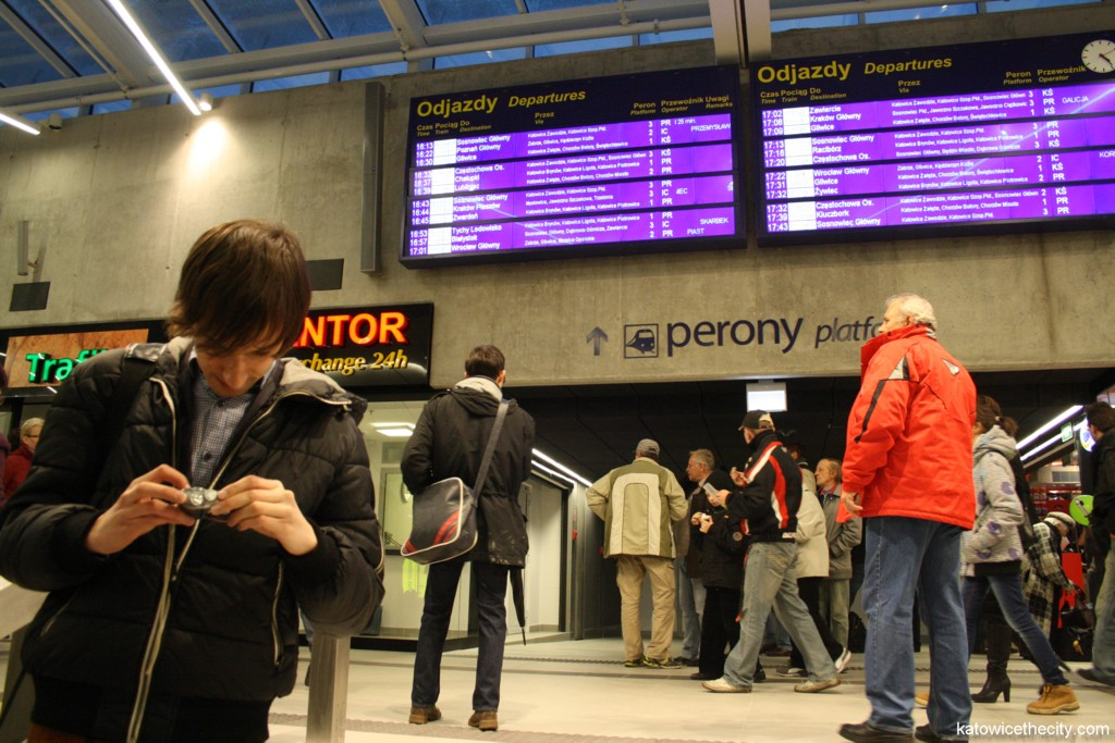 Citizens and travelers visiting the new Railway Station hall