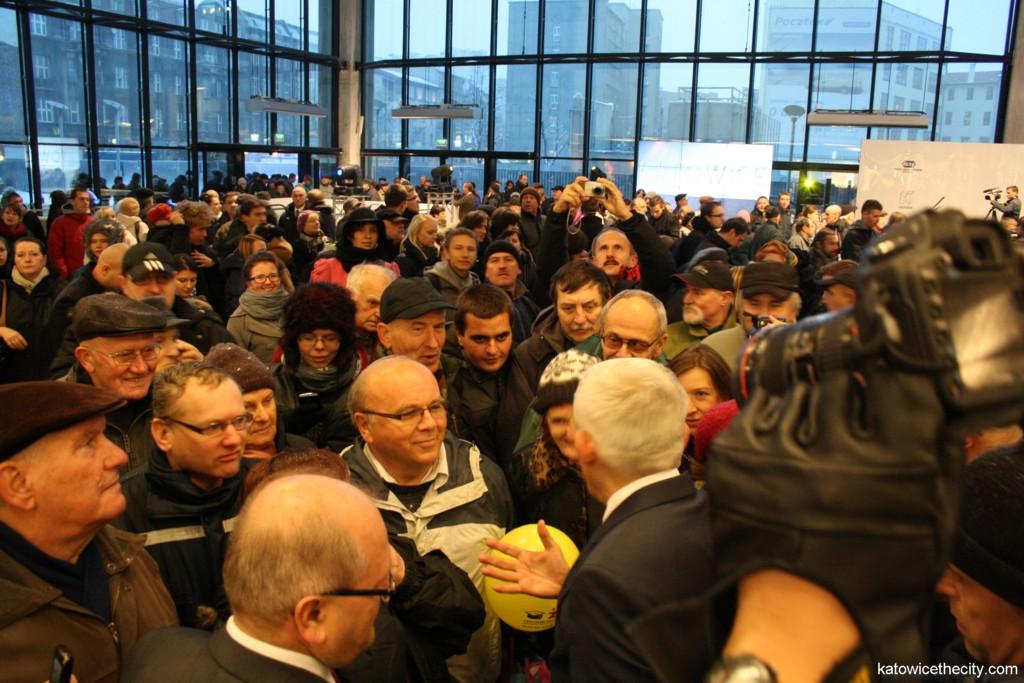 Crowd meets Jerzy Buzek, member of the European Parliament and Piotr Uszok, Katowice mayor