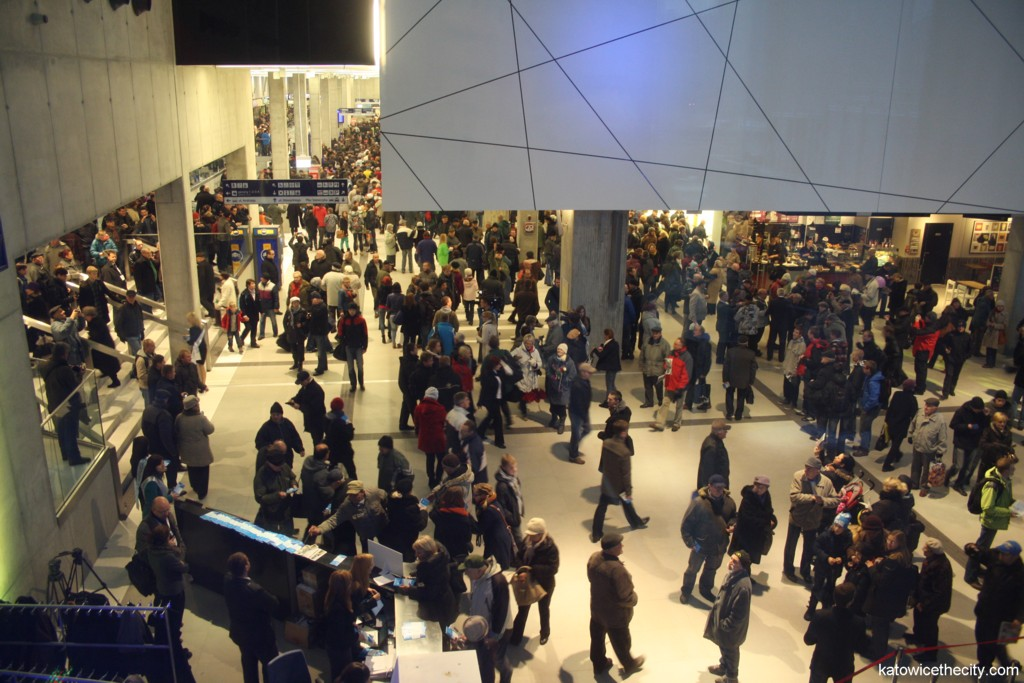 Citizens and travelers visiting the new Railway Station hall during the grand opening