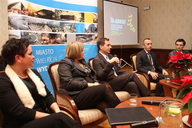 © Bluevine Consulting; L to R: Joanna Nicińska, Senior Leasing Manager of Echo Investment; Olga Drela, Consulting & Research, DTZ; Marcin Nowak, Managing Director, Operation Centre, Capgemini Polska; Paweł Panczyj, Managing Director of the Association of Business Service Leaders in Poland; Paweł Hajduk, Solutions Sales Manager, Manpower