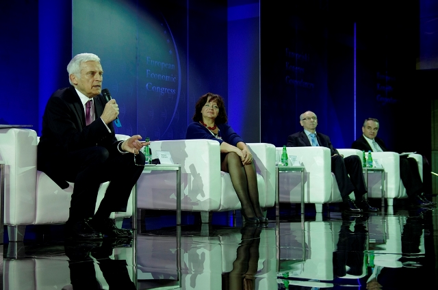 © PTWP; European Economic Congress 2012, L to R: Jerzy Buzek, former President of the European Parliament; Barbara Kudrycka, Minister of Science and Higher Education; Janusz Lewandowski, European Commissioner responsible for the budget; Waldemar Pawlak, former Poland's Deputy Prime Minister and Economy Minister