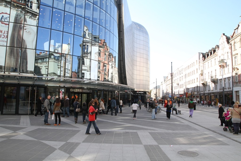 © City Hall of Katowice; 3 Maja Street and main entrance to Galeria Katowicka on the left