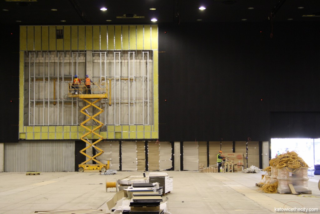 Construction work on the International Convention Center, multifunctional hall, screen installation